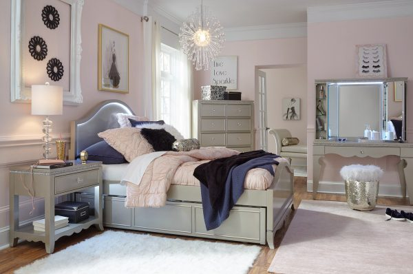 Legacy Classic Glitz and Glam Bedroom-0